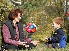 Специалисты разрешили родителям оставлять детей с нянями