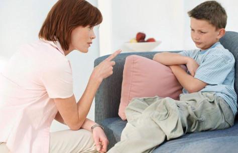 Гиперопека снижает самооценку ребенка