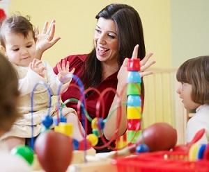 Ученые установили: общение родителей с ребенком зависит от игрушек