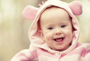 Почему младенцы улыбаются – ответ ученых
