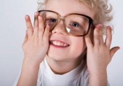 Старшие дети в многодетных семьях страдают близорукостью чаще младших
