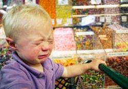 Лишение детей сладостей – жесткий, но эффективный метод терапии ожирения