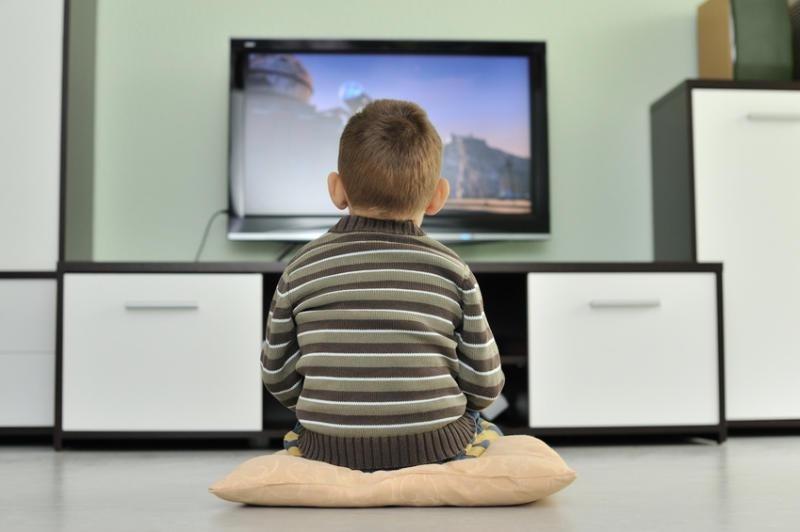 Дети, которые много смотрят телевизор, убивают свое будущее здоровье