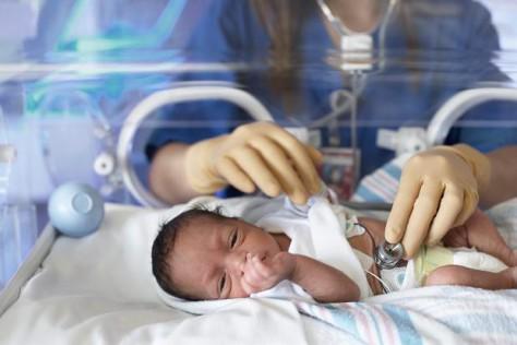 У недоношенных детей чаще возникают проблемы с легкими