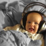 Недоношенным детям помогает музыка