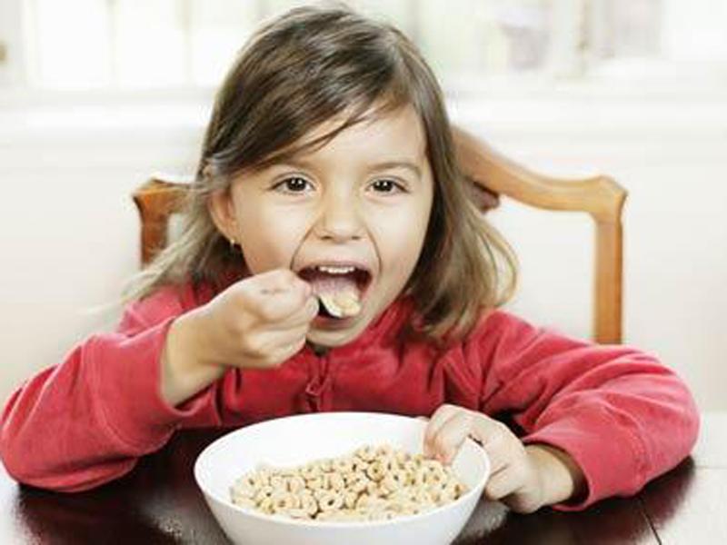 Учёные: ранний завтрак способствует повышению успеваемости детей