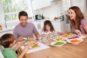 Поздний ужин не увеличивает риск ожирения у детей