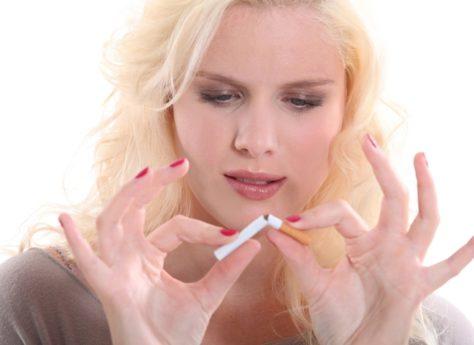 Пассивное курение значительно снижает вероятность беременности у женщины