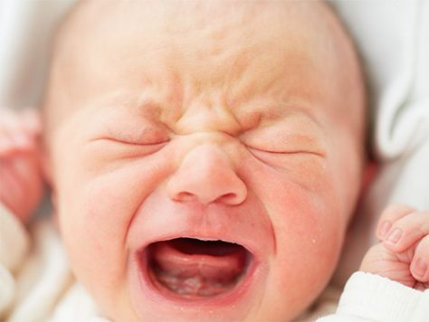 Детский плач влияет на мозг взрослых