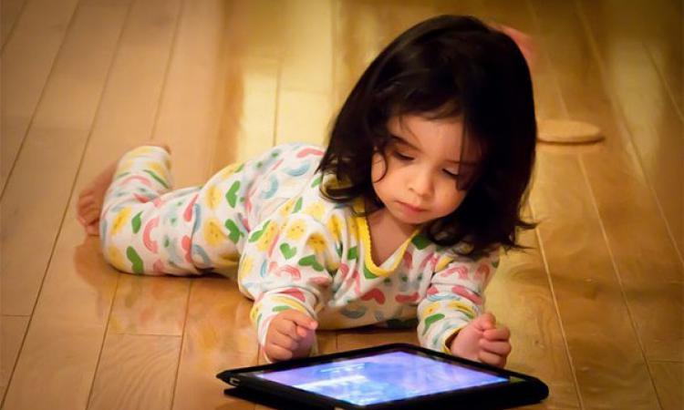Детям нельзя играть с гаджетами больше 2 часов в день