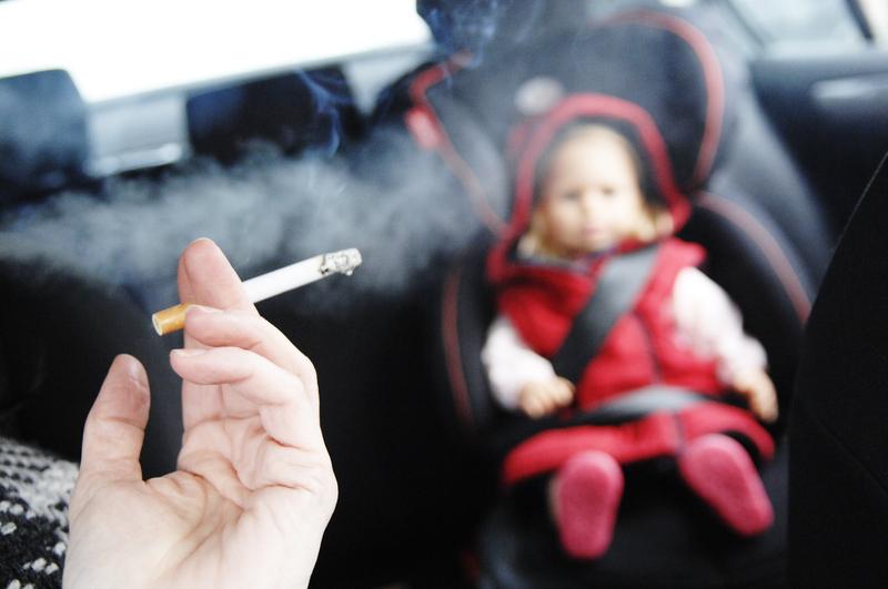 Пассивное курение — одна из причин проблем с поведением у детей