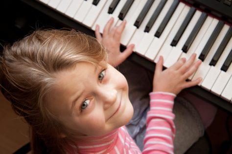 Занятия музыкой в детстве способствуют развитию мозга