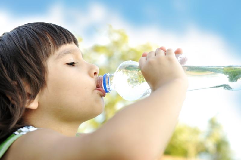 Простая вода поможет приучить ребенка есть овощи
