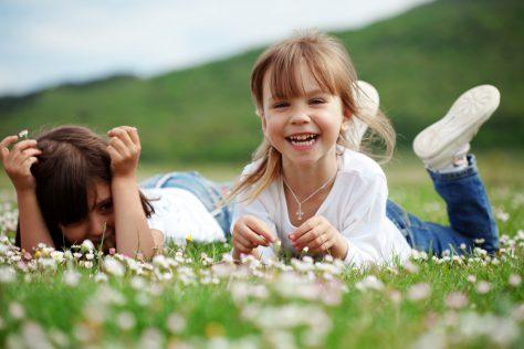 Прогулки на природе оградят ребенка от проблем со зрением