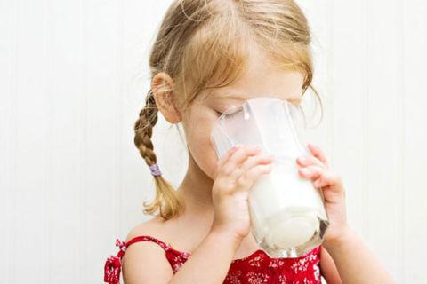 Полезны ли молочные продукты для костей детей и молодых людей
