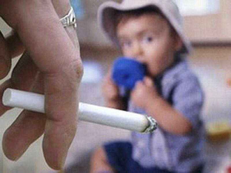 Родители курят: у их детей чернеют десны