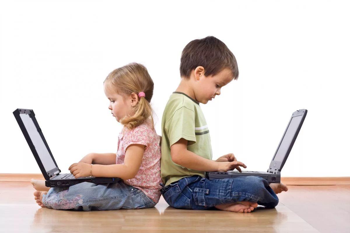 Ученые: В несчастливом детстве виноваты соцсети