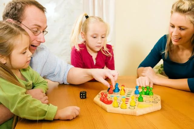 Родителям не хватает времени на игры с детьми
