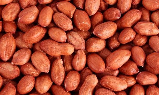 Кормящим грудью мамам нужно обязательно есть арахис
