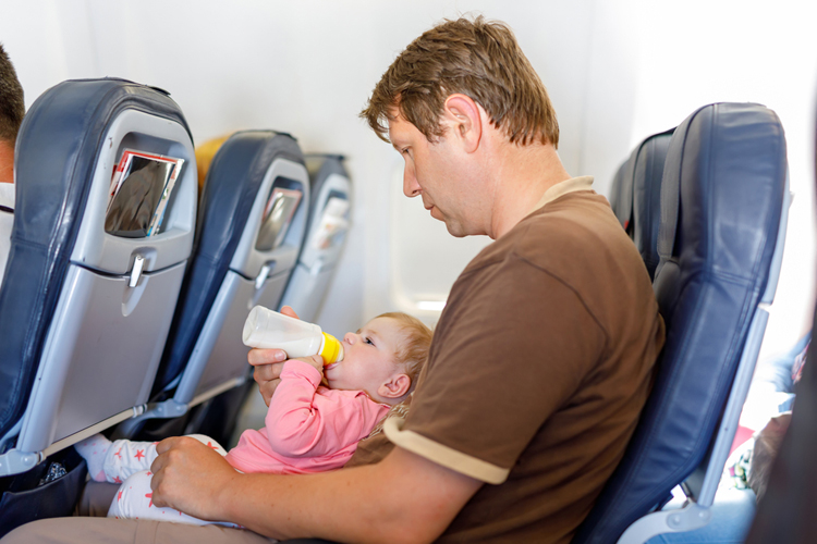 Небо, самолет, ребенок: как предотвратить слезы?