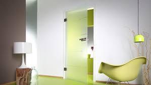 Преимущества стеклянных дверей