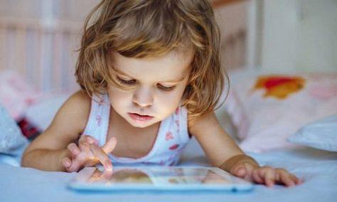 Британские ученые: гаджеты зомбируют детей