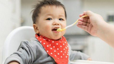Кормление детей с ложки чревато развитием ожирения