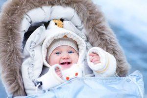 Первая одежда для новорожденных зимой: одеваемся правильно