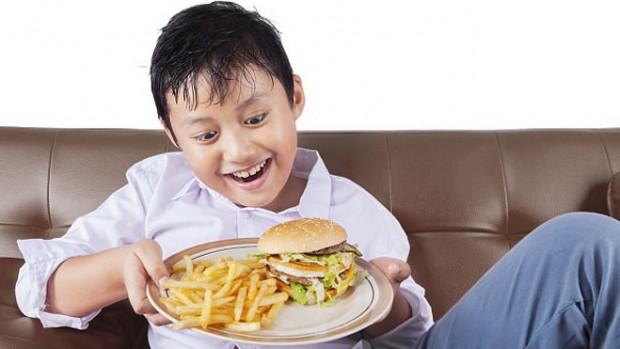 Реклама нездоровой пищи негативно влияет на рацион питания подростков