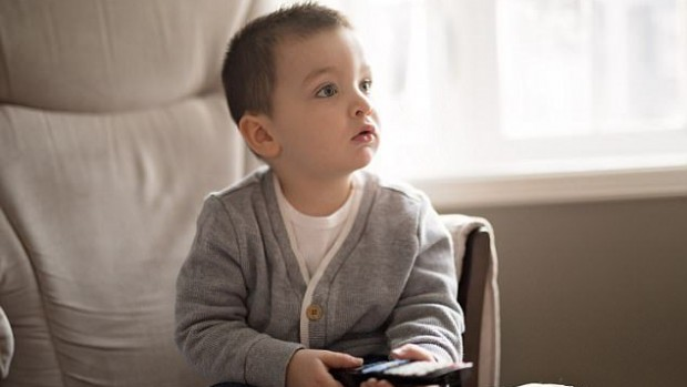 Регулярный просмотр телевизора приводит к увеличению веса у детей
