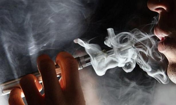 Врачи будут уговаривать беременных курить электронные сигареты