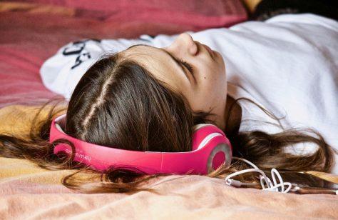 Портативная музыка негативно влияет на слух детей