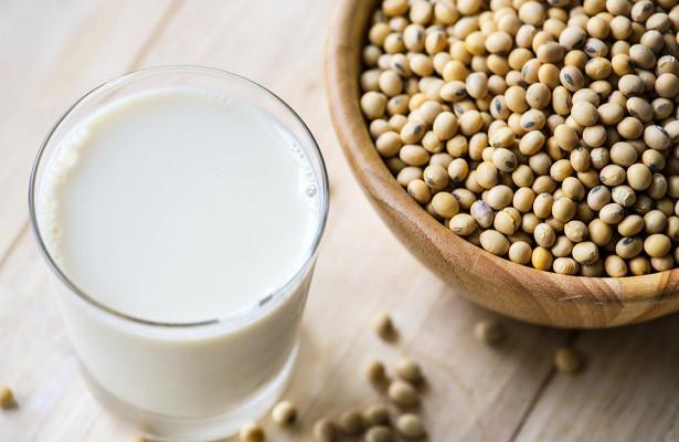 Эксперты: соевое молоко опасно для жизни младенцев