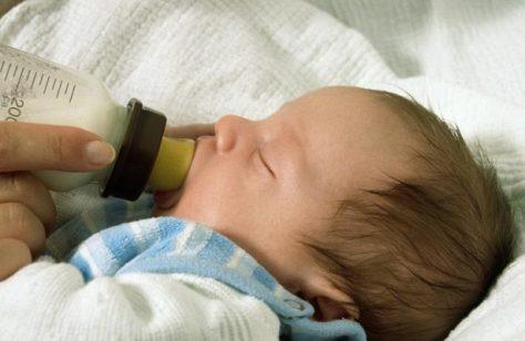 Грудное молоко защищает малышей от пищевых аллергий