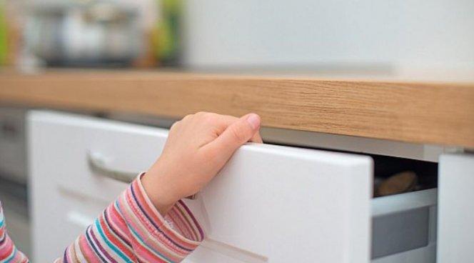 Зажимающим свои пальцы детям грозят депрессии и ампутации