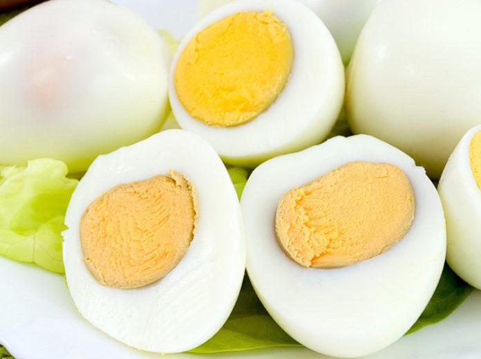 Специалисты рекомендуют вводить яйца в рацион питания ребенка в 6 месяцев