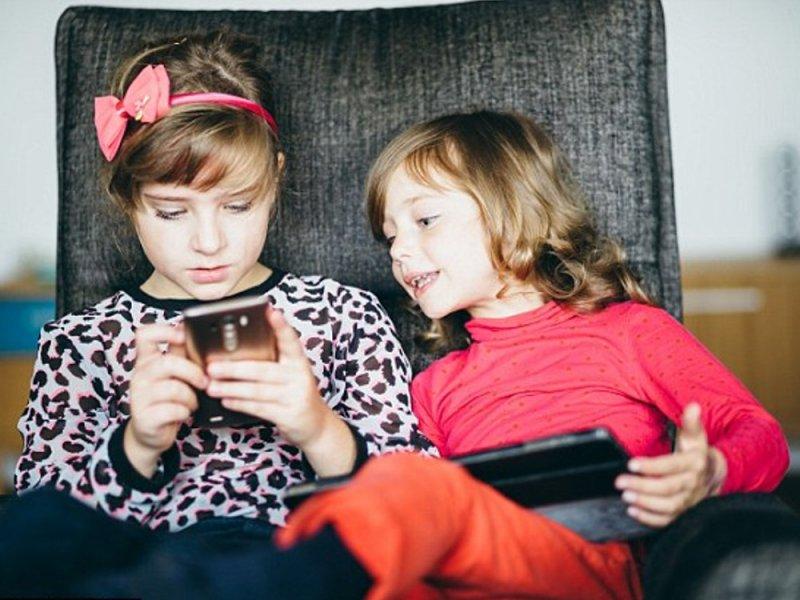 У детей в средней школе нужно отнять все смартфоны