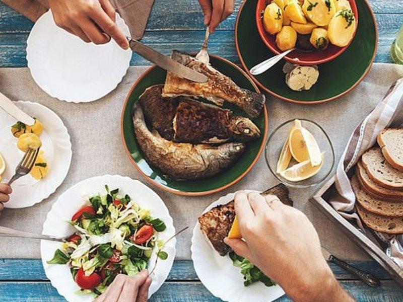 Семейные обеды приучают подростков к здоровому питанию