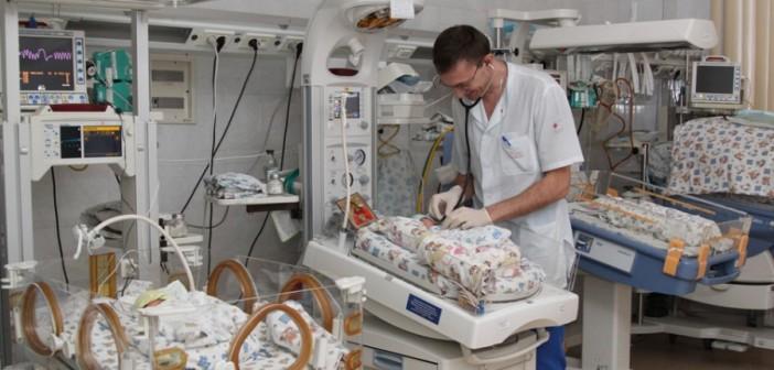 Когда новорожденного помещают в инкубатор?