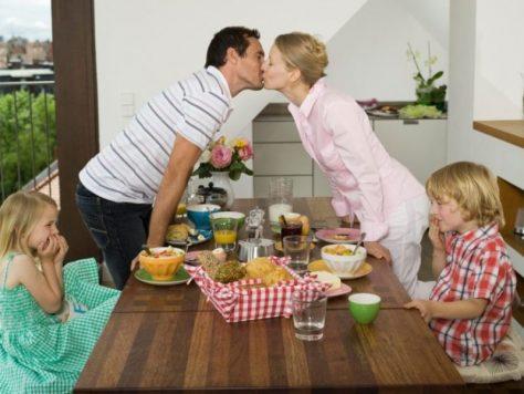 Молодые родители занимаются сексом чуть больше 2 минут в день