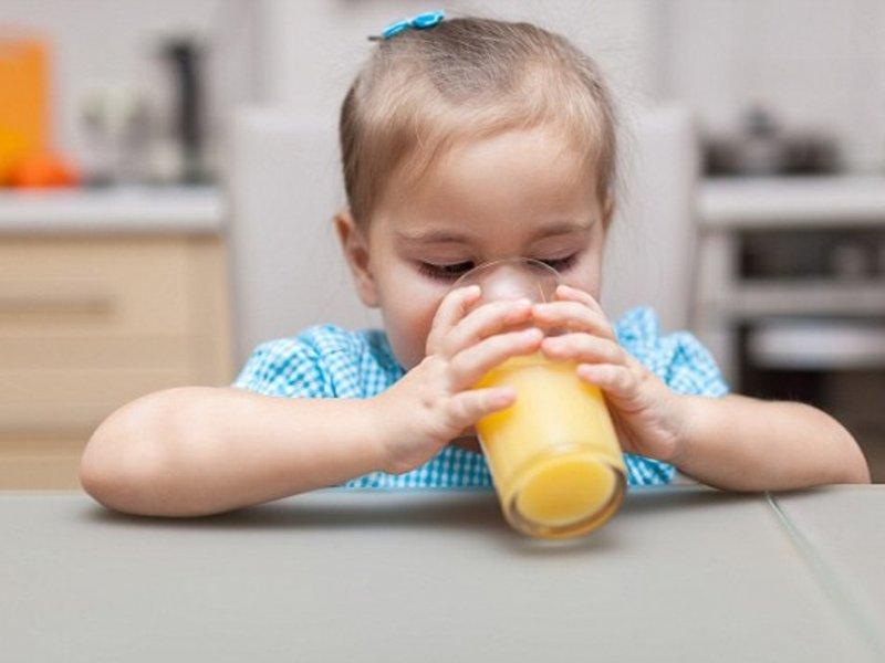 Эксперты рассказали, нужны ли детям фруктовые соки