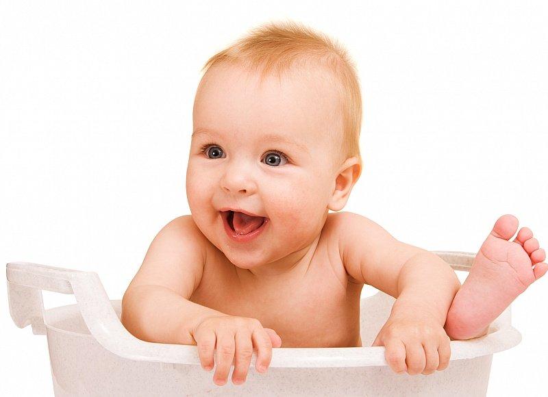 Разбираем всевозможные причины срыгивания у новорожденного младенца