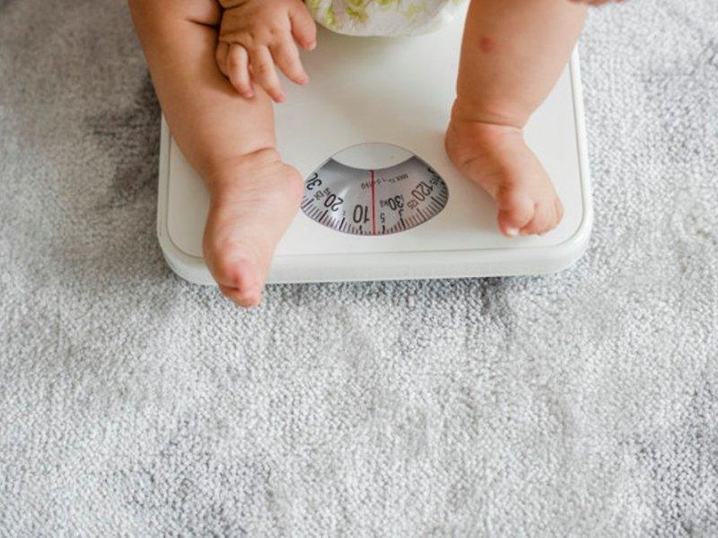 Для защиты от ожирения детей надо взвешивать с двух лет