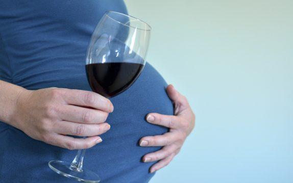 Во время беременности пить алкоголь нельзя, но если очень хочется, то можно