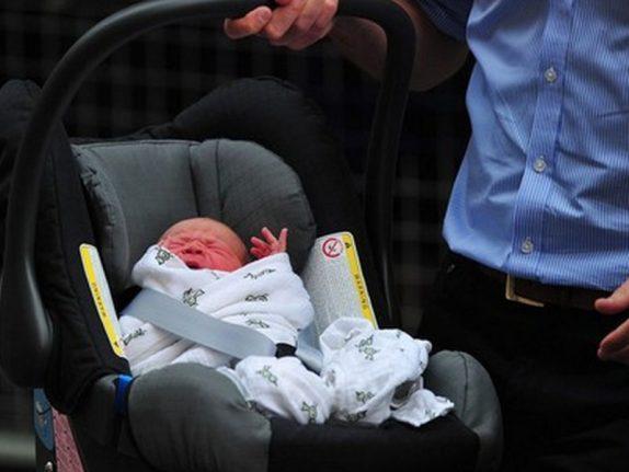 Сон ребенка в автокресле вне автомобиля повышает риск смерти