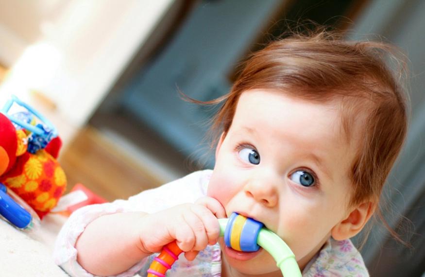Возрастные игрушки для малыша