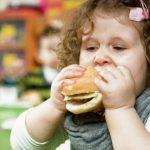 Дети разведенных родителей чаще страдают от ожирения – исследование
