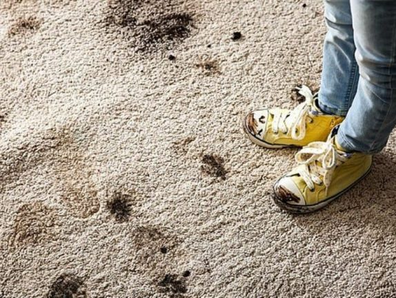 Ношение грязной обуви дома защитит детей от астмы