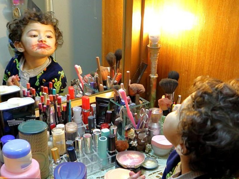 Когда шампунь, лак для ногтей и одеколон опасны для детей