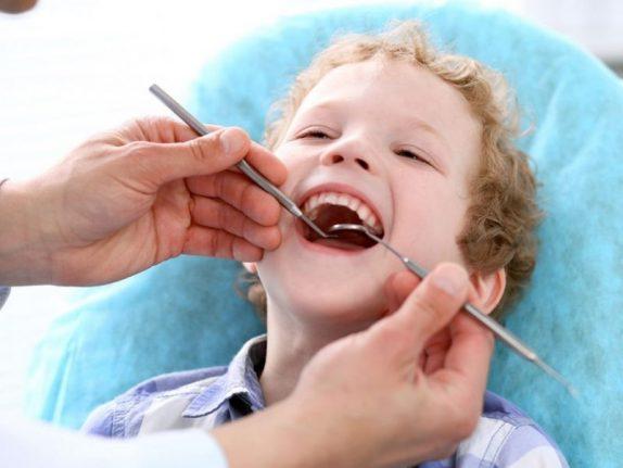 Врачи рассказали о необходимости лечения молочных зубов
